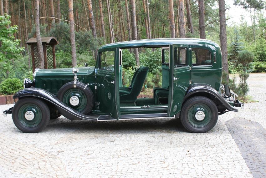 Takim sposobem otwierania drzwi bez słupka obecnie może pochwalić się niewiele wozów, głównie upodobał to sobie Rolls Royce.