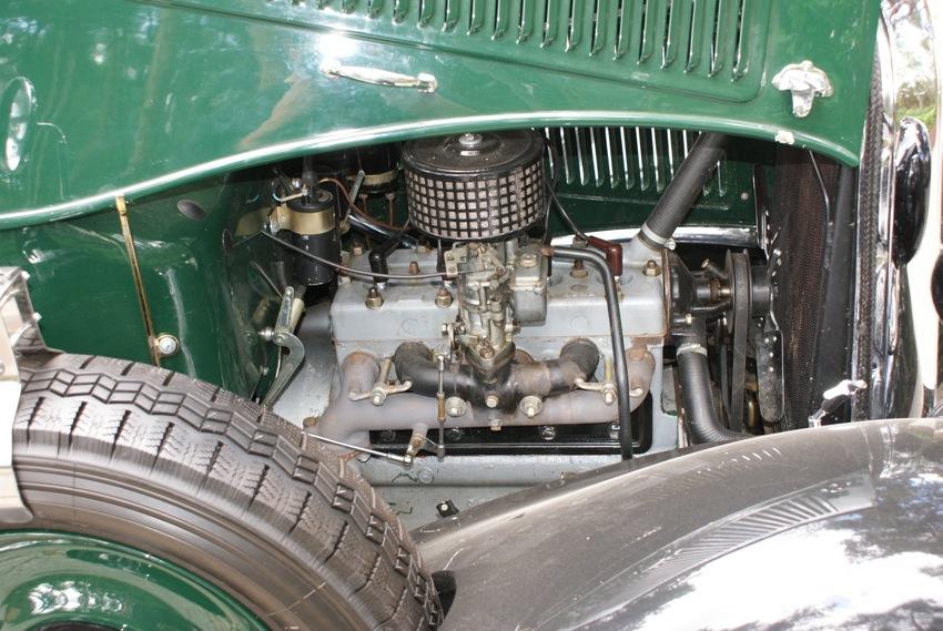 Silnik to 2000 litrowa jednostka z PZINŻ, co ciekawe cały silnik był wyprodukowany z materiałów w Polsce, czyli robiono odlewy bloków, tłoki, kuto wały itp. Samochód praktycznie nie miał żadnych komponentów włoskich poza logiem, bo musimy pamiętać że Fiat nigdy nie był Polski!