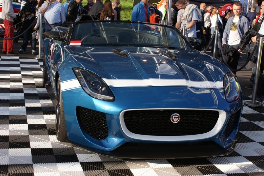 Był też zjawiskowy Jaguar z nadwoziem jak to się mówiło w 1924 roku - torpedo!