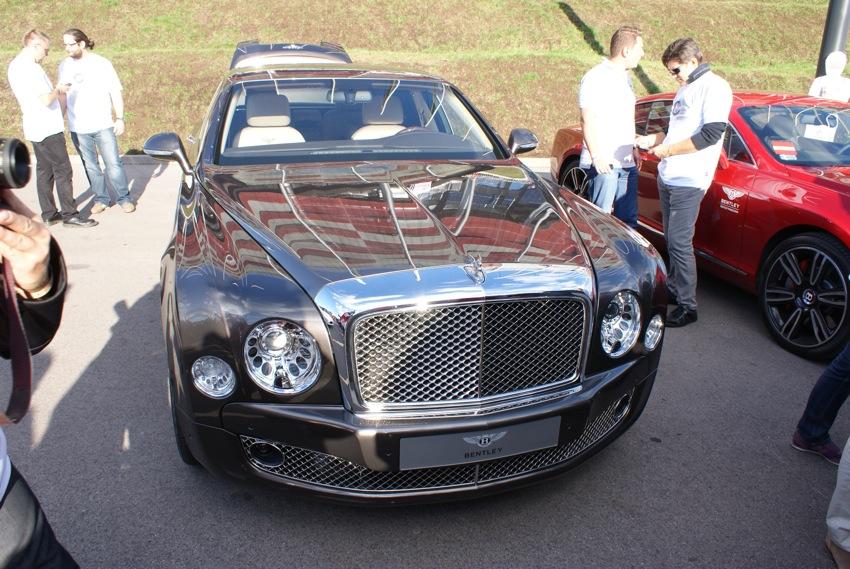 Uff jak gorąco! Fajny Bentley no nie?
