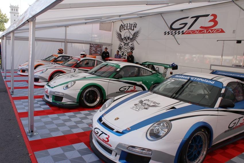 Stoisko polskiego teamu , startującego w Porsche Cup