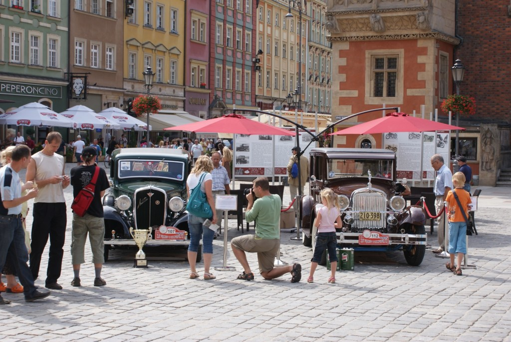 Wystawa automobili na rynku we Wrocławiu